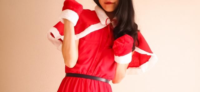 サンタクロース衣装の女性