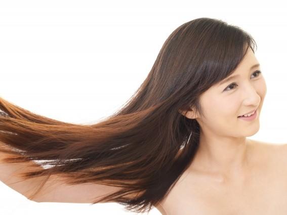 艶やかな髪の女性