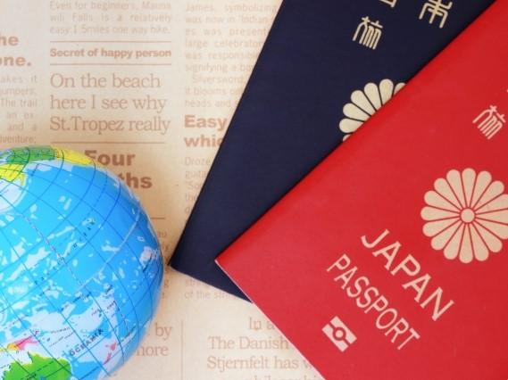 ボールの地球とパスポート