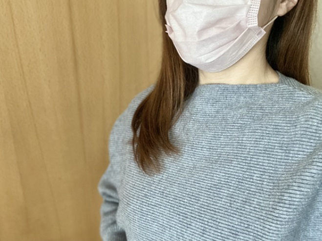 マスクを着用する女性