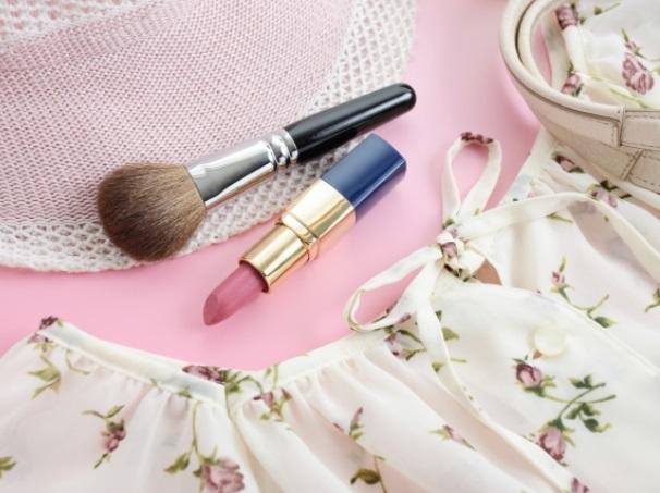 化粧道具と洋服
